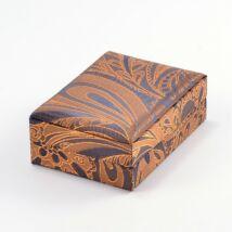 Kék alapon aranyszín mintázattal díszített selyem doboz - karkötők,szettek,nyakláncokhoz 10x7x3.5cm
