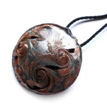 Muránói üveg medál, kör alakú -barna