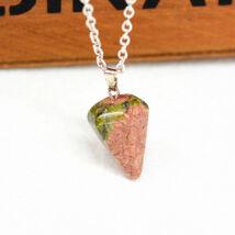 Gúla alakú természetes kőből készült nyaklánc - barna-zöld