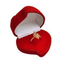 Piros bársony szívecske díszdoboz -  gyűrűkhöz -  58x55x42 mm