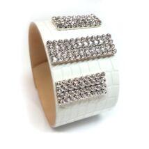 Oszlopos-köves bőr karkötő-  fehér - Swarovski kristályos