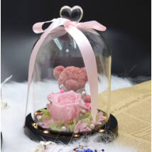 Örökrózsa macival, LED világítású üvegbúrában, virágszirmokkal - rózsaszín