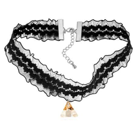 Gótikus csipkés nyaklánc- háromszög alakú Swarovski kristállyal- borostyán