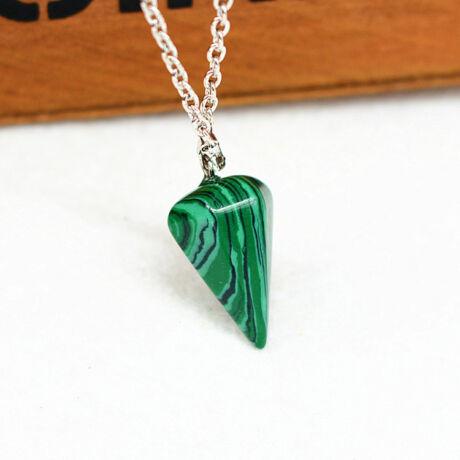 Gúla alakú természetes kőből készült nyaklánc - zöld-fekete cirmos