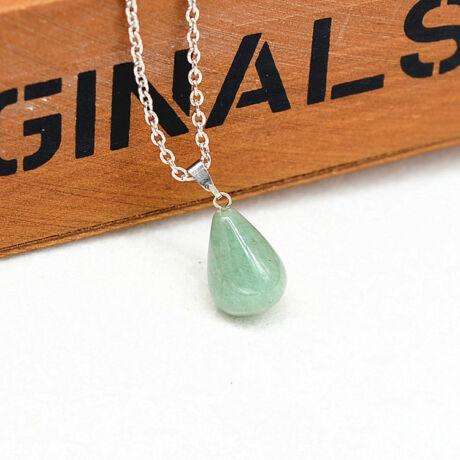 Csepp alakú természetes kőből készült nyaklánc - halványzöld